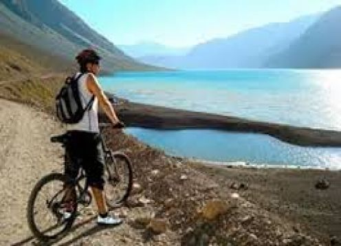 OS ANDES NA BICICLETA DE MONTANHA. EMBALSE DEL YESO. , CHILE